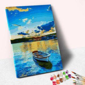 Das Boot und das blaue Wasser