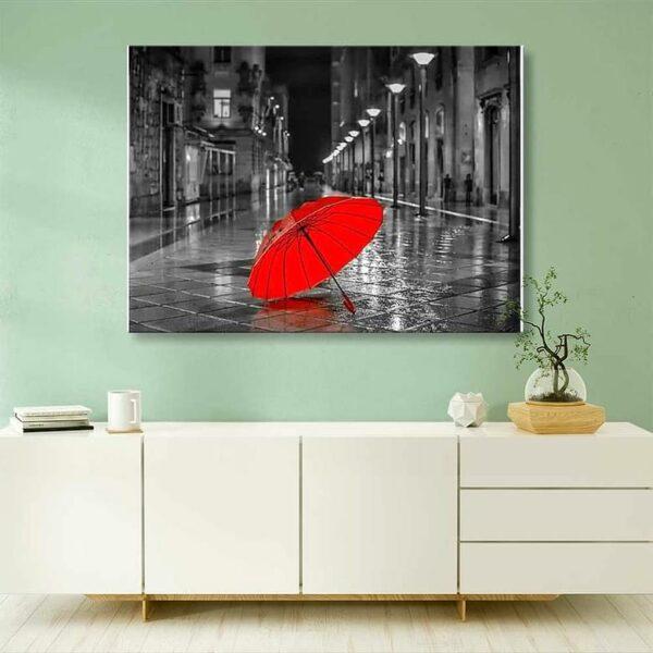 Regenschirm auf der Straße Schönes Stadtbild